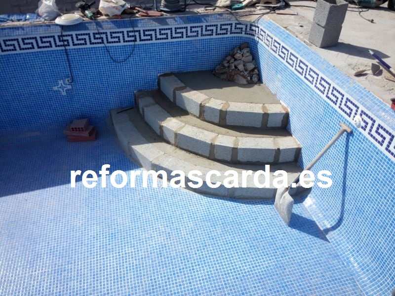 Construccion de escalera romana de piscina escalera for Materiales de construccion piscinas